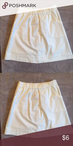 White skirt EUC. Only worn 1-2 times. 2 pockets on front.  Elastic waistband.  Fully lined. Merona Skirts Mini