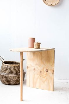 DIY Wooden Side Table tutorial | Pinterest: Natalia Escaño