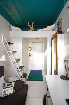 Moderni koti - A Modern Home Mim Design Kuvat: Derek Swalwell via Huone 10m2 - a Room 10m2 Frenchy...