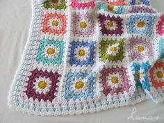 (Crochet)     The Daisy Blanket is all finished.   Está completa la Manta Margarita…                          It is a small blanket for a b...