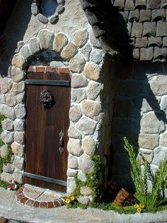 Mossy Stones Dollhouse Tracy Topps by minis on the edge, via Flickr