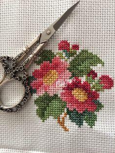 Small Cross Stitch, Butterfly Cross Stitch, Cross Stitch Borders, Cross Stitch Flowers, Cross Stitch Charts, Cross Stitching, Cross Stitch Patterns, Baby Knitting Patterns, Embroidery Patterns