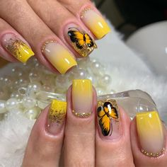 nail designs yellow ombry with beautiful butterfly looks so cool. yellow ombry with beautiful butterfly looks so cool.(east patel nagar & pitampura new delhi) . Crazy Nail Designs, Simple Nail Art Designs, Beautiful Nail Designs, Silver Nail Art, Glitter Nail Art, Wedding Manicure, Manicure And Pedicure, Hot Nails, Pink Nails