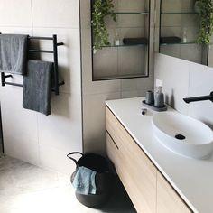 Shelf and towel rail Bathroom Bath, Bathroom Renos, Bathroom Ideas, Toilet Design, Towel Rail, Resort Style, Amazing Bathrooms, Bathroom Inspiration, Ikea