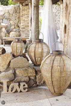 Geniet van sfeervol, zacht licht in huis.  Riverdale Lantaarn Bamboo.