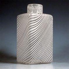 Kaj Frank Koristepullo | Designlasi.com Glass Design, Design Art, Glass Bottles, Perfume Bottles, Mood Colors, Modern Contemporary, Glass Art, Retro Vintage, Decorative Glass