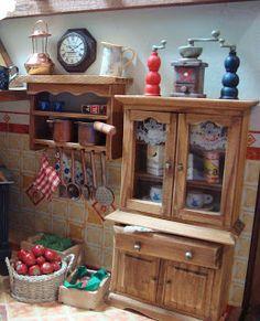 Fiz a bancada para a cozinha rústica. Ela deveria guardar as caixas presenteadas por Sonja . Carreguei as caixas com pimentões e morangos,...