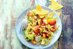 Kijk wat een lekker recept ik heb gevonden op Allerhande! Salade van geroosterde mais & garnalen