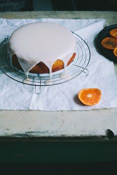 A clementine cake and citrus curd - Call Me Cupcake Köstliche Desserts, Delicious Desserts, Yummy Food, Sweet Recipes, Cake Recipes, Dessert Recipes, Clementine Cake, Yummy Treats, Sweet Treats