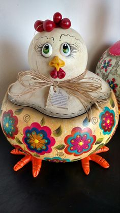 Chicken Items, Chicken Crafts, Chicken Art, Decorative Gourds, Hand Painted Gourds, Clay Crafts, Fun Crafts, Diy And Crafts, Crafts From Recycled Materials