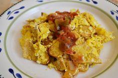 Huevo con tortilla y salsa