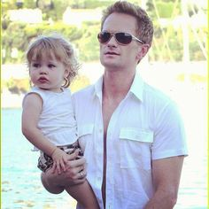 okay I melted a little. this man has got to be the greatest EVER in everything he does. he's a loving dad and husband off screen but pulls off the whole player- thing on the show. I don't know how many people are that good at their job... And just life in general. I am in LOVE with NEIL PATRICK HARRIS  ❤❤❤❤ -
