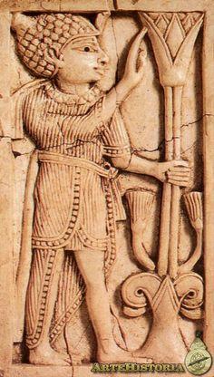 Figura de marfil con flor de loto,parte de los marfiles de Nimrub,siglo VIII AC  British Museum