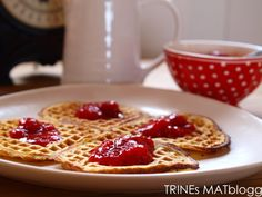 VM-vafler Norwegian Food, Norwegian Recipes, Sunday Brunch, Waffles, Dessert, Snacks, Dishes, Cooking, Breakfast