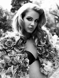 Lana Del Rey, love her hair. It always looks gorgeous! Trip Hop, Charlize Theron, Lana Del Rey Video, Lila Shampoo, Elizabeth Woolridge Grant, Elizabeth Grant, Queen Elizabeth, Lange Blonde, Klum