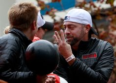 San Francisco Giant Jeremy Affeldt makes sure everyone knows how many World Series the team has won in the past five years as he rides ithe victory parade Friday, Oct. 31, 2014, in San Francisco, Calif. (Karl Mondon/Bay Area News Group)