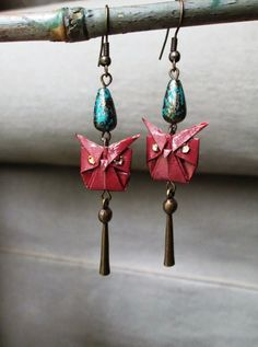 Laquered Origami Earrings Owls accented with antiqued by Orijami. Paper Earrings, Paper Jewelry, Paper Beads, Jewelry Crafts, Owl Earrings, Geek Jewelry, Quilling Jewelry, Origami Love Heart, Origami Star Box