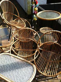 Vintage rotan Rotan meubelen Rotan stoel Rotan tafel had ik ook op mn meisjes kamertje