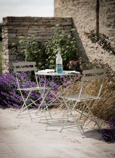 This gorgeous Bistro Set adds a touch of Parisian chic to any size garden