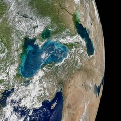 Tiny Organisms Turn the Black Sea Turquoise in Amazing NASA Earth Photo >>>> Turquoise swirls in the Black Sea — caused by phytoplankton carried on local water currents — shine brightly in a new image from NASA's Aqua satellite. Nasa Pictures, Nasa Images, Image Of The Day, New Image, National Geographic, Earth Photos, Cosmos, Space And Astronomy, Nasa Space