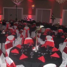 Something to keep in mind thinking about having black tableclothes & Black white \u0026 red table settings for reception | My Christmas ...
