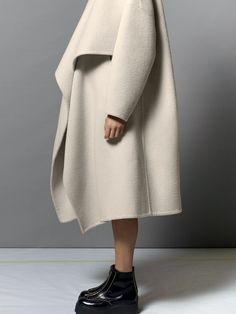 Oh.... that's coat looks magical....x