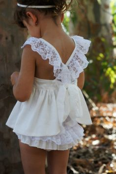 Such an adorable summer outfit! Love the white lace.