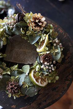 Unique Flower Arrangements, Unique Flowers, Green Christmas, Xmas Tree, Dried Flowers, Greenery, Christmas Decorations, Bouquet, Wreaths