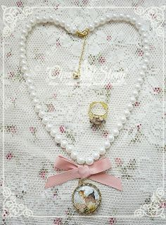 Sweet Le Printemps White Beads Necklace