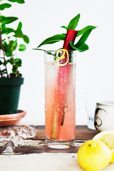 Rhubarb Collins: 4 cl (1.5 ounces) Gin  4 cl (1.5 ounces) Rhubarb Syrup (link for recipe above)  2 cl (0.75 ounces) Freshly Squeezed Lemon Juice  6-10 cl (2-4 ounces) Champagne or Sparkling Water  5 Mint Leaves  Ice cubes