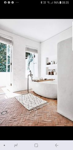 An all-white interior is the perfect canvas for stylist Romi Weinberg's collection of modern rustic furniture and décor. Here is her guide to modern rustic interior design and decorating with white. White Interior, Furniture Design Modern, House Design, Modern Rustic Homes, Modern Rustic Interiors, Interior Design Rustic, Modern Rustic, Rustic Interiors, Rustic Home Interiors