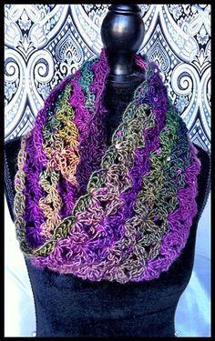 Crochet Infinity Scarf - Aquatic Blossom: free pattern
