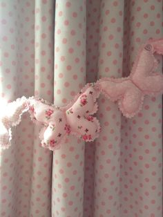 Little girl's bedroom -- Shabby Chic Butterfly Pink patchwork Curtain Heart tie-backs | Bella room | InteriorDesignPro