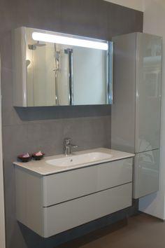 Double Vanity, Bad, Bathroom Lighting, Mirror, Furniture, Home Decor, Bathroom Light Fittings, Bathroom Vanity Lighting, Decoration Home