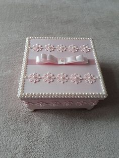 Diy Wood Box, Diy Box, Wood Boxes, Candy Gift Box, Candy Gifts, Rope Crafts, Diy Home Crafts, Tissue Box Covers, Tissue Boxes