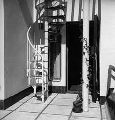 Villa Mairea 1938-39. The spiral stair up to the roof is one of the few industrially manufactured products used in the house. It was made by the Karkkila works. There is a slim metal rail, a typical Modernist feature, running along the roof ridge. The rail borders a