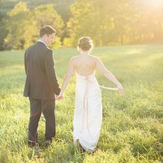 7 Costly Wedding Traditions to Ditch: When wedding bells ring, chances are your pocketbook is trying to block out the sound. Budget Wedding Invitations, Wedding Programs, Wedding Who Pays, Dream Wedding, Wedding Things, Wedding Stuff, Wedding Gifts, Wedding Budget Breakdown, The Wedding Singer