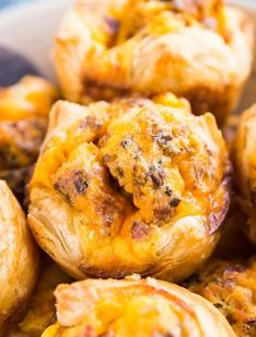Puff Pastry Egg Muffins are perfect to make for family brunch and also to make for a tasty grab-and-go option through the week. Quick, easy and minimal effort for maximum flavor! Stove Top Pork Chops, Brunch Recipes, Easy Dinner Recipes, Marinated Vegetable Salads, Cheese Sauce For Broccoli, Potato Dinner, Dump Meals, Baked Ham, Egg Muffins