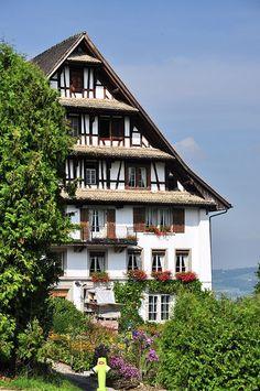 Hof Burstel (Doppelwohnhaus mit Nebenbauten), Burstel in Wädenswil ZH (Switzerland), Ansicht von der Zugerstrasse.