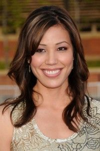 Michaela Conlin Hairstyle, Makeup, Dresses, Shoes and Perfume - http://www.celebhairdo.com/michaela-conlin-hairstyle-makeup-dresses-shoes-and-perfume/