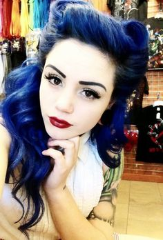Black and blue hair. Pin-up girl hair styles. Black eyeliner with dark red lips. Retro Hairstyles, Hairstyles Haircuts, Wedding Hairstyles, Layered Hairstyles, Homecoming Hairstyles, Formal Hairstyles, Looks Rockabilly, Rockabilly Girls, Rockabilly Blue Manic Panic
