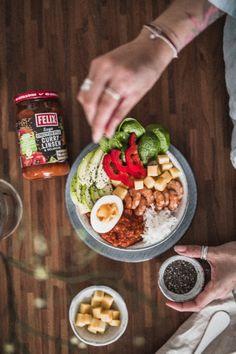 Mit dem FELIX Sugo Streetfood Style mit Curry Linsen & Melanzani lässt sich auch diese bunte Buddha Bowl zaubern. Vegan, Couscous, Acai Bowl, Breakfast, Meat, Cooking, Firm Tofu Recipes, Curry Recipes, Lenses