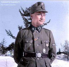 Waffen-ϟϟ Sturmbannführer.