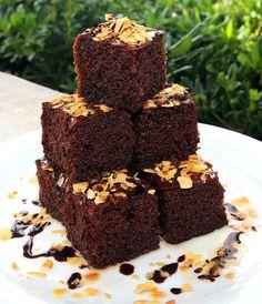 Εύκολο ρεβανί Βέροιας με κακάο και μαστίχα | Συνταγές | FoodManiacs Greek Sweets, Dessert Recipes, Desserts, Food, Cakes, Postres, Cake Makers, Deserts, Mudpie