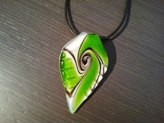 Forma de hoja con tonos verdes