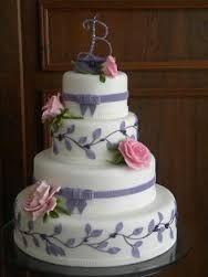 Resultado de imagem para bolos 15 anos roxo e lilás