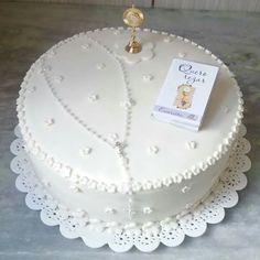 Bolo Primeira Eucaristia Cake Paris, Cross Cakes, First Holy Communion Cake, Confirmation Cakes, Religious Cakes, Baby Birthday Cakes, Wedding Cookies, Girl Cakes, Beautiful Cakes