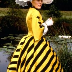 The bee dress in all its glory!