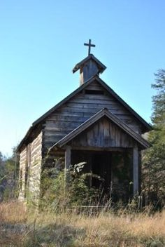 Old Church. How many prayers were sent heavenward from this tiny place of worship that are not long forgotten by all but God? Abandoned Churches, Old Churches, Abandoned Places, Haunted Places, Old Country Churches, Take Me To Church, Les Religions, Arkansas, Church Building