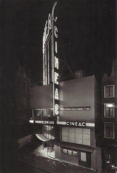 Lijn 9, halte 5 - Cineac. (Eva Besnyo, Amsterdam, 1934)